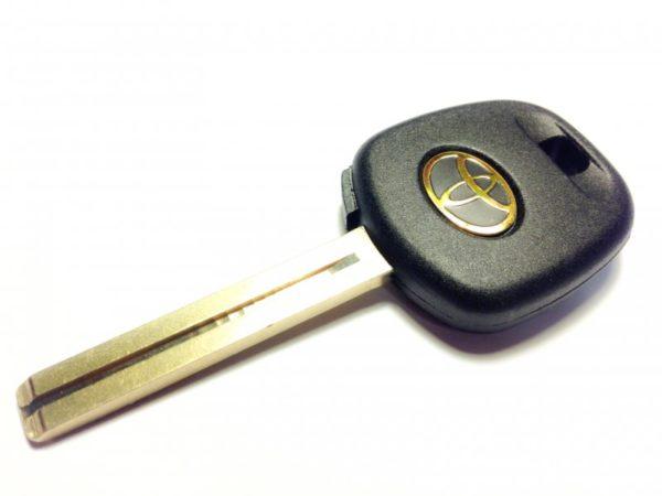 Toyota ключ с чипом 4С TOY48